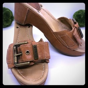 FRYE! Leather Isabella Buckle Sandals Size 6.5